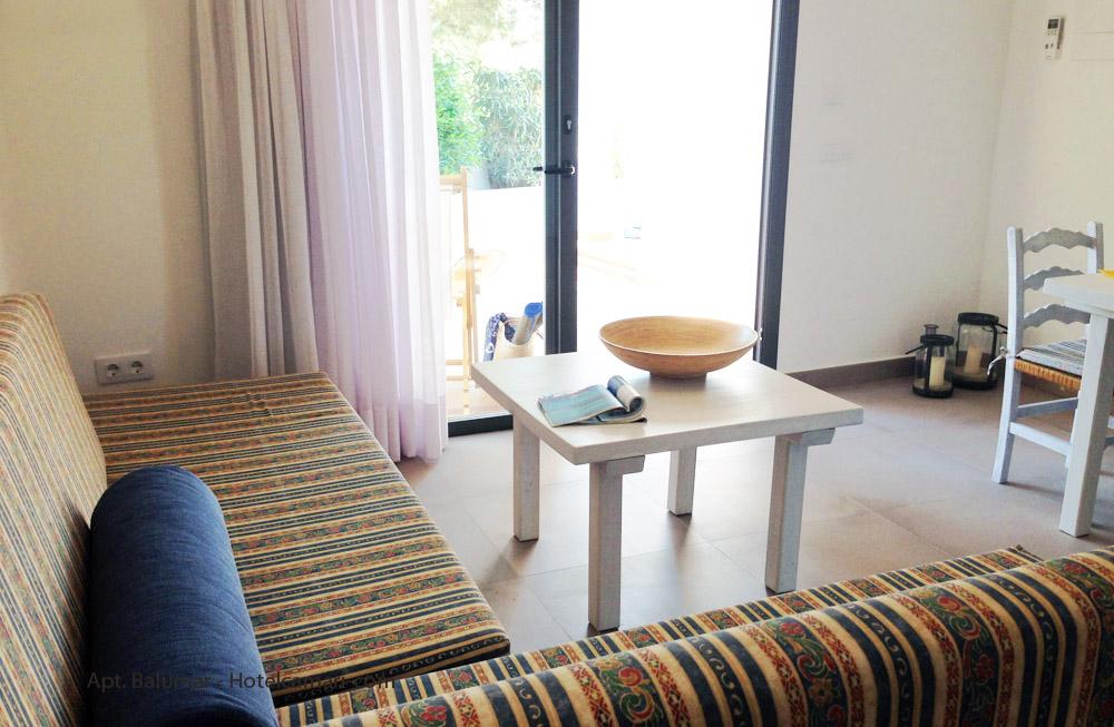 Blaumar apartamento. El sofá puede convertirse en 2 camas individuales.
