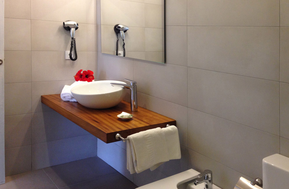 Baño reformado - Apartamentos Blaumar
